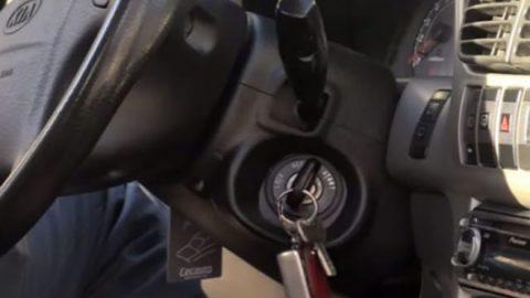 Μείνατε από μπαταρία; Δείτε στο βίντεο πως θα βάλετε μπροστά το αμάξι μόνο με ένα… σκοινί (ΒΙΝΤΕΟ)