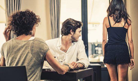 Κορίτσια μάθετε την αλήθεια: Ποιο είναι το πρώτο πράγμα που κοιτάζουν οι άνδρες πάνω σας!