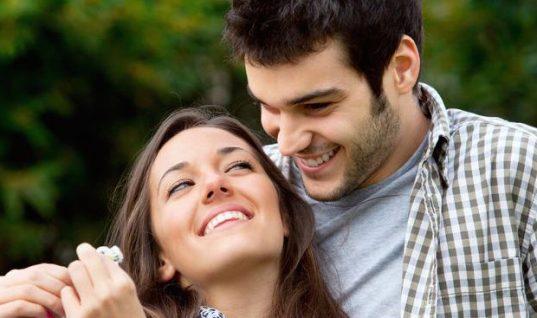 15 πράγματα που κάνει ένας άντρας μόνο αν σε γουστάρει!
