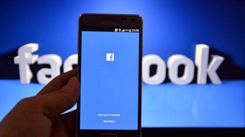 Γίνεται! Δείτε πως μπορείτε να κάνετε τα αρχαία ελληνικά γλώσσα στο Facebook