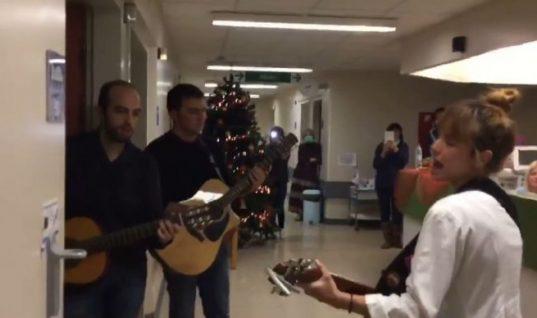 Θα κλάψετε: Έλληνες γιατροί τραγούδησαν στους ασθενείς τους για τα Χριστούγεννα και μετά… (ΒΙΝΤΕΟ)