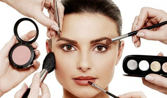 ΜΟΝΟ για γυναίκες: Τα 10 πράγματα που μισούμε στο μακιγιάζ (ΒΙΝΤΕΟ)