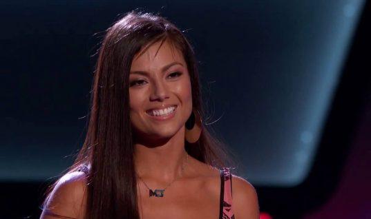 Η διαγωνιζόμενη του Voice που έκανε τη Σακίρα να μιλήσει ελληνικά! (ΒΙΝΤΕΟ)