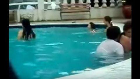 Το βίντεο που εξόργισε το διαδίκτυο! Δείτε πού έκαναν σεξ ενώ δίπλα τους… (ΒΙΝΤΕΟ)
