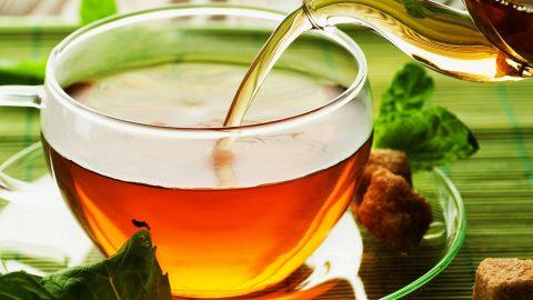 Τρελή μόδα! Πίνουν τσάι και μέσα έχει ένα χρυσόψαρο! (ΕΙΚΟΝΕΣ)