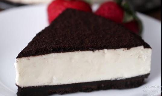 Το πιο γευστικό cheesecake με βάση μπισκότο Oreo που μπορείτε να φτιάξετε σπίτι σας! (vid)