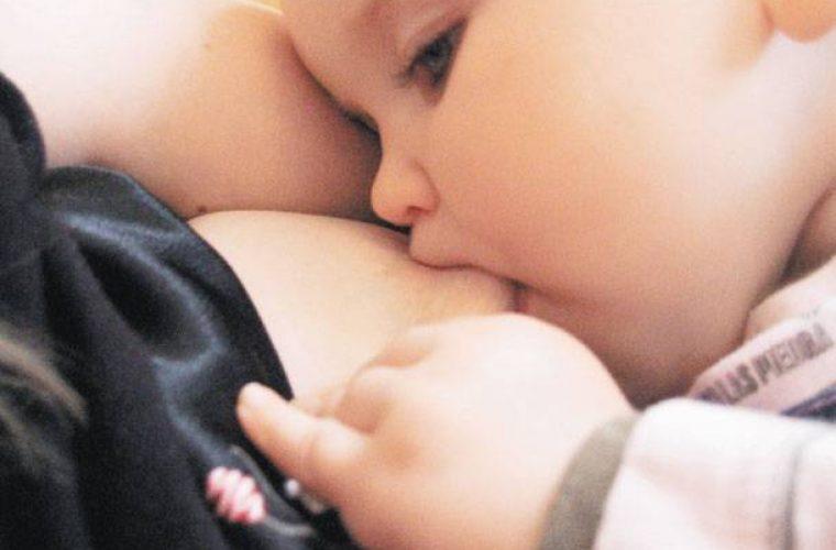 Έρευνα: Ανεπαρκές το μητρικό γάλα. Δείτε γιατί