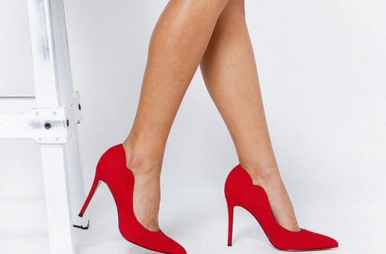Το ρούχο που θα κάνει τα πόδια σου να δείχνουν πιο μακριά!