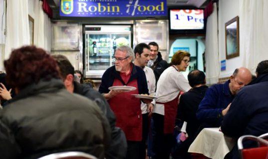Η δύναμη της αλληλεγγύης: Στο εστιατόριο «Ρομπέν των Δασών» πληρώνουν οι πλούσιοι και τρώνε οι φτωχοί!