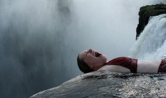 «Πισίνα του Διαβόλου»: Αν τολμάς κολύμπα στην άκρη του καταρράκτη!(εικόνες)