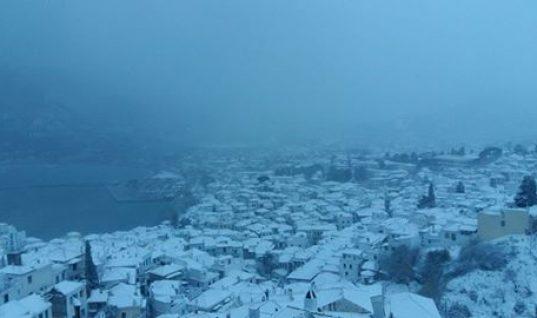 Ανταρκτική θυμίζει η Σκόπελος! Δείτε απίστευτες φωτογραφίες από το σκεπασμένο από το χιόνι νησί