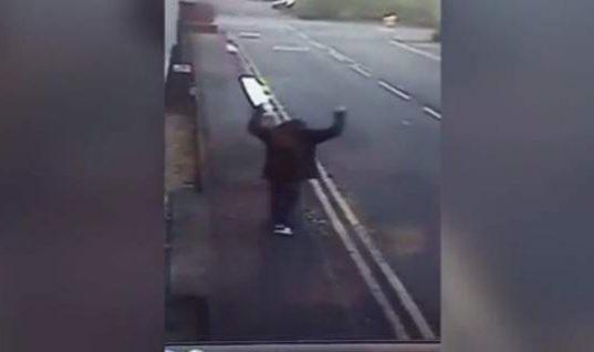 Συγκινητικό: Η απίστευτη χαρά άστεγου μόλις του ανακοίνωσαν πως βρήκε δουλειά (βίντεο)