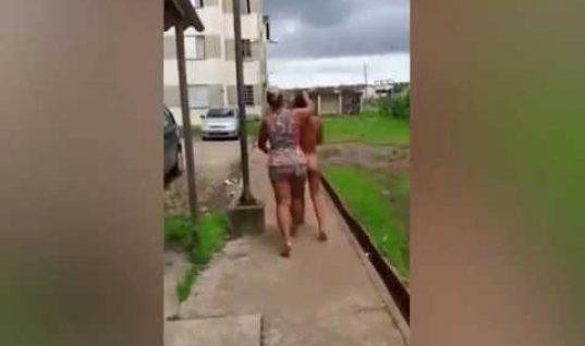 Βίντεο: Γυναίκα σέρνει από το μαλλί ολόγυμνη την ερωμένη του άντρα της!