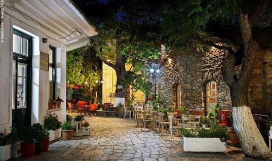 Το ελληνικό χωριό όπου όλα τα μαγαζιά ανοίγουν στις 11 το βράδυ και κλείνουν το πρωί!
