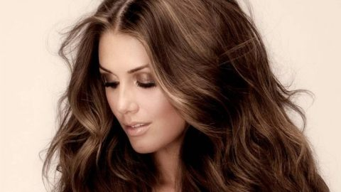 Πέντε λόγοι που δεν μακραίνουν τα μαλλιά σας (και πώς θα το αλλάξετε)