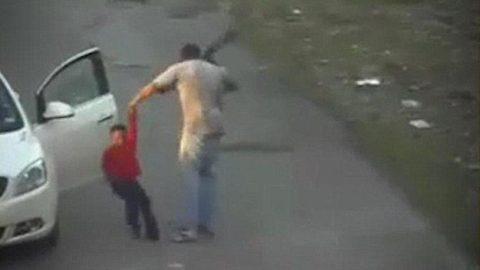 Αδιανόητο: Χτύπησε με τη ζώνη του 62 φορές ένα επτάχρονο παιδί επειδή πήρε ένα φορτιστή κινητού