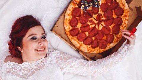 Επικό: Οι Αμερικανοί ανοίγουν λίστα γάμου σε πιτσαρία!