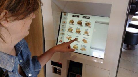 Τί άλλο θα σκεφτούν: Έφτασε το πρώτο ATM …fast-food!