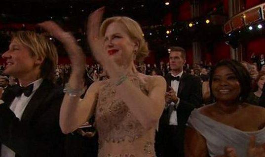 «Γιατί η Νικόλ Κίντμαν δεν μπορεί να χειροκροτήσει;» -Ο παράξενος τρόπος που χτυπούσε τα χέρια της! (Vid)