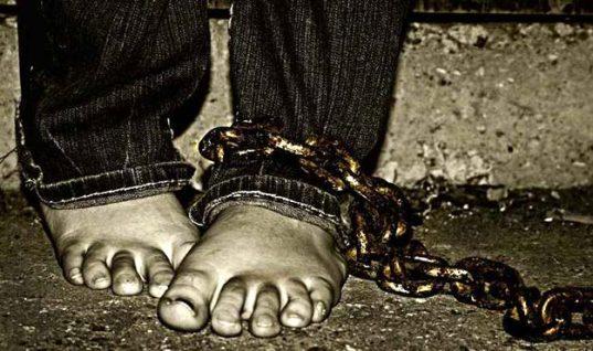 """Πήλιο: Νέο """"Κωσταλέξι"""" με νεκρό άντρα – Φυλακισμένος για 12 χρόνια σε αποθήκη 5 τετραγωνικών!"""