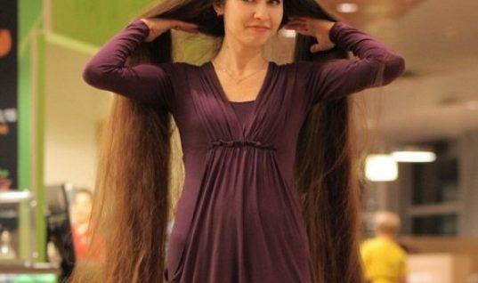 H «Ραπουνζέλ» της Λετονίας έχει μαλλιά που ξεπερνούν τα 2 μέτρα και τα μακραίνει εδώ και 20 χρόνια!