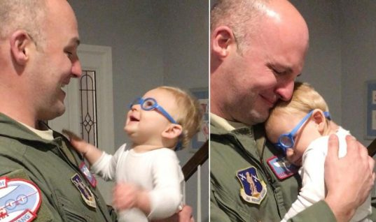 Η αντάμωση που ράγισε καρδιές: Χάρη στα ειδικά γυαλιά είδε για πρώτη φορά τον μπαμπά του! (pics & vid)