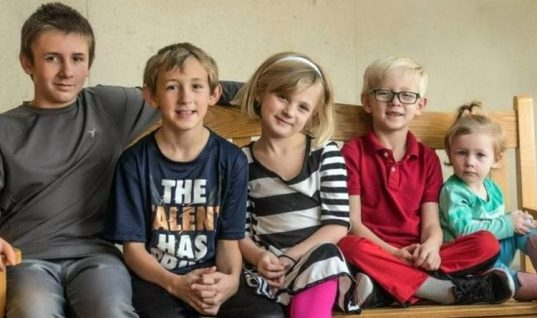 Τα ορφανά που έγιναν viral: «Ζητείται οικογένεια: Πέντε αδέλφια θέλουν να ενωθούν»