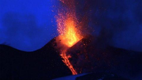 «Ξύπνησε» το ηφαίστειο της Αίτνας και οι πρώτες εικόνες είναι εντυπωσιακές! (vid)