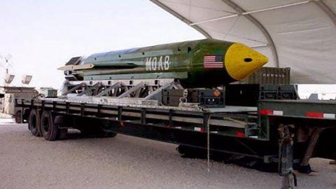 Σοκ στην παγκόσμια κοινότητα: Οι ΗΠΑ έριξαν τη «Μητέρα όλων των Βομβών» στο Αφγανιστάν! (Vid)