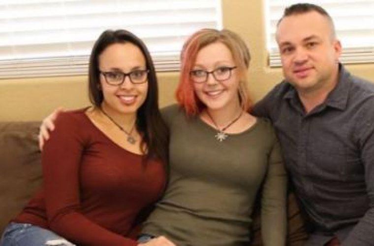 Ζευγάρι χωρίζει για να μην νιώθει μειονεκτικά η ερωμένη τους που ζει μαζί τους και μεγαλώνει τα τρία τους παιδιά!