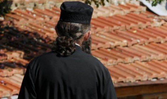 Πάτρα: Συνελήφθη ιερέας που σκότωσε δύο σκυλιά και τα πέταξε για να μην τον συλλάβουν