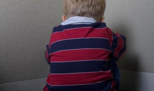 Φρίκη: Μητέρα σιδέρωσε τον γιο της γιατί ήταν… ξεχασιάρης
