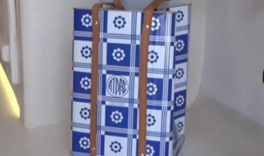 Η τσάντα από… τενεκέ που κάνει θραύση στη Μύκονο! Κοστίζει 250 ευρώ (Vid)