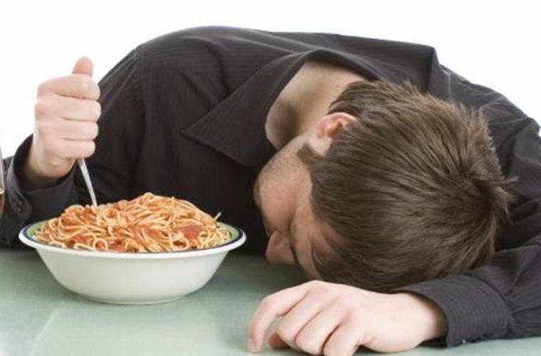 Τροφές που μας φέρνουν υπνηλία κατά τη διάρκεια της ημέρας!