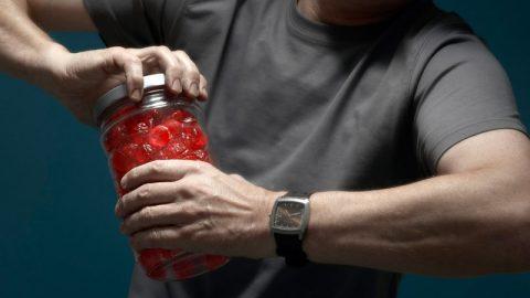 Τρομερό κόλπο: Έτσι θα ανοίξετε ένα βάζο που δεν λέει να ανοίξει με τίποτα!