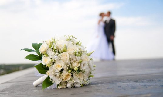 Γάμος στην ελληνική σόουμπιζ! Παντρεύτηκαν και μαθεύτηκε από τις φωτογραφίες στα social media (εικόνες)