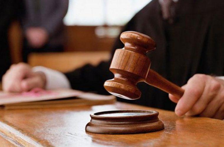 Σοκάρει η απόφαση δικαστηρίου: Στέρησε από γυναίκα την κηδεμονία των παιδιών της γιατί έκανε αφαίρεση στήθους