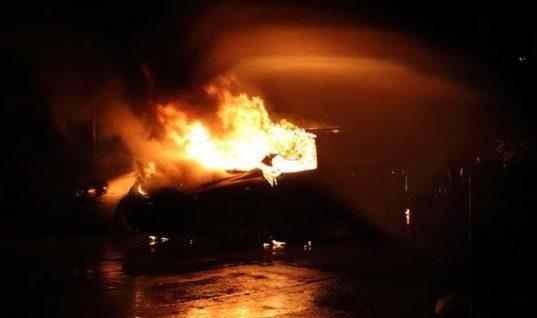Θρίλερ σε Κερατσίνι-Βουλιαγμένη με δύο νεκρούς σε καμένα αυτοκίνητα-Αδελφός αστυνομικού το ένα από τα δύο θύματα