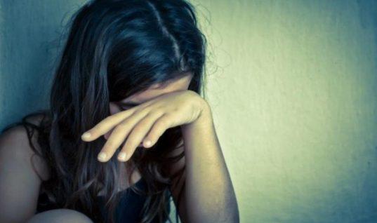 Βίντεο-σοκ: Πατέρας έδερνε με χαστούκια και κλωτσιές την 14χρονη κόρη του στην Κρήτη