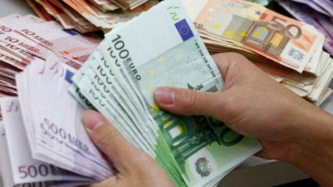 Έκλεψε από 70χρονη 20.000€, το μετάνιωσε και της τα επέστρεψε!