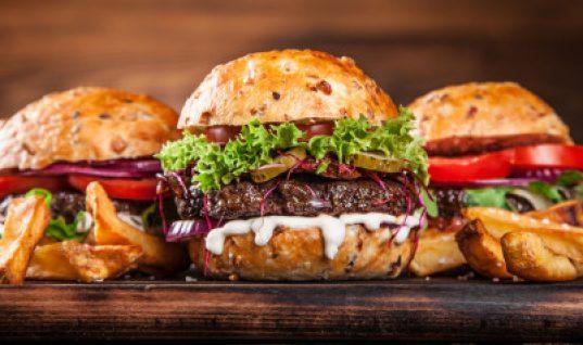 5 λάθη που -μάλλον- κάνετε όταν μαγειρεύετε μπέργκερ στο σπίτι σας