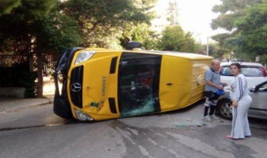 Ανετράπη σχολικό λεωφορείο στα Βριλήσσια