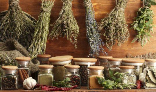 Τα 19 υλικά που δεν πρέπει να λείπουν ποτέ από την κουζίνα σου!