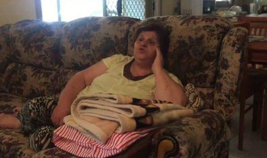 Ελληνίδα γιαγιά που ζει στην Αυστραλία ξυπνάει στις 5 το πρωί για να δει Survivor!