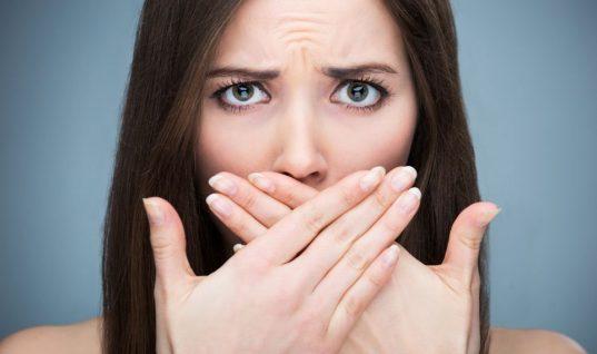 Οι τροφές που ευθύνονται για την κακοσμία του στόματος