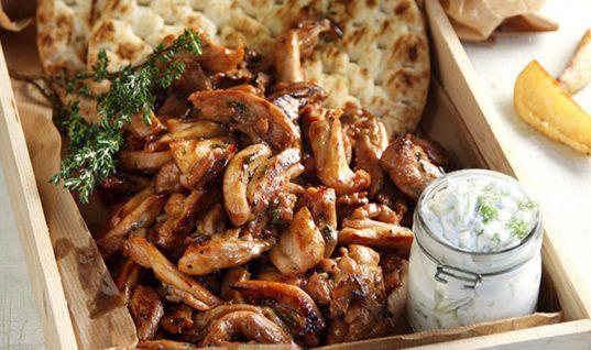 Φτιάξτε μόνοι σας στο σπίτι τον πιο νόστιμο γύρο κοτόπουλο!