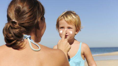 Ηλιοθεραπεία: 5 σημεία που ΔΕΝ βάζετε αντηλιακό, αλλά θα έπρεπε…