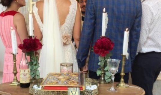 Παντρεύτηκε και βάφτισε την κόρη της Ελληνίδα παρουσιάστρια-Οι παραμυθένιες τελετές και το γλέντι στην παραλία