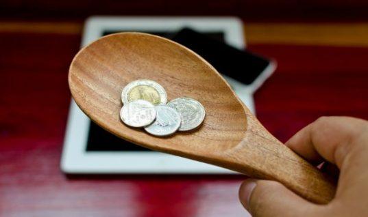 Πώς να σταματήσετε να ξοδεύετε χρήματα: 4 «κόλπα» που μπορούν να σας βοηθήσουν!