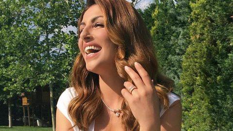 Eλενα Παπαρίζου: «Δεν είμαι πια 20. Εχω τις ρυτιδούλες μου. Δεν αντέχω να καταπιέζομαι»